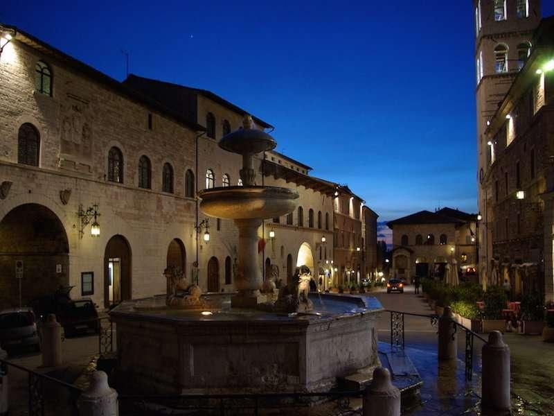 Assisi centro Limousine Uara