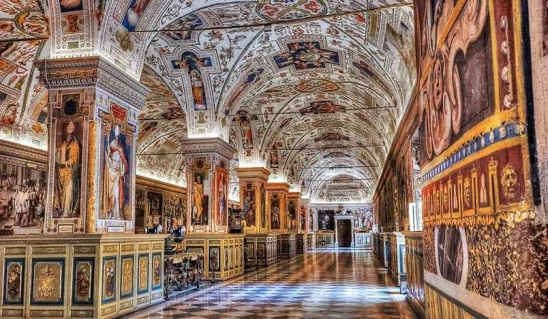 Vatican Museum Limousine Uara