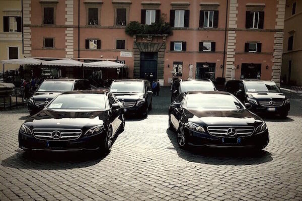 delegations and embassies Limousine Uara
