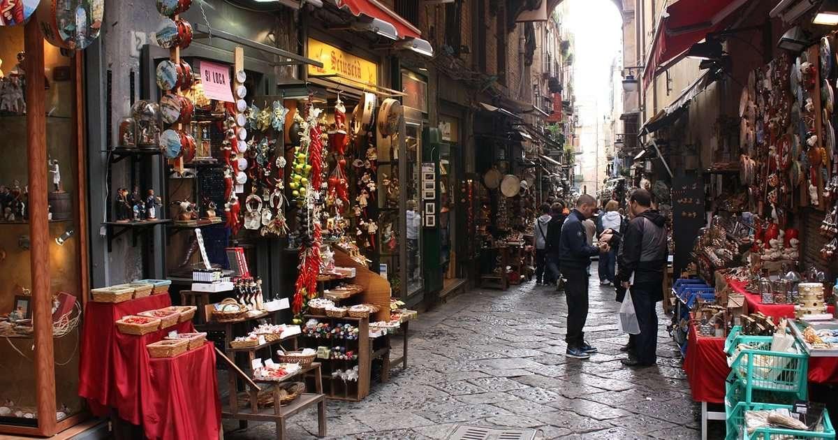 Tour a Napoli: centro storico ricco di storia, cultura e prodotti tipici